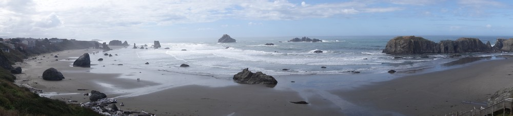 The nearby beach at Bandon. Check how small the people are.